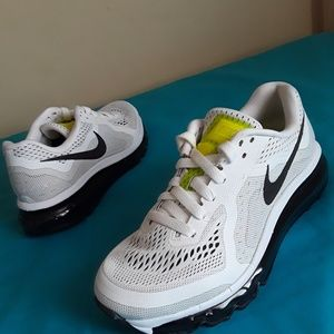 Women's Nike Air Max Volt Grn White Size 6 & 5Y